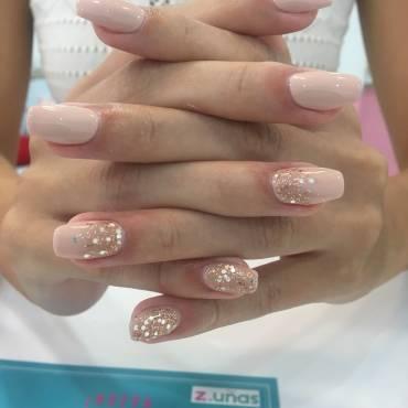 ¿Cuáles son los cuidados y diseños para tus uñas en otoño?