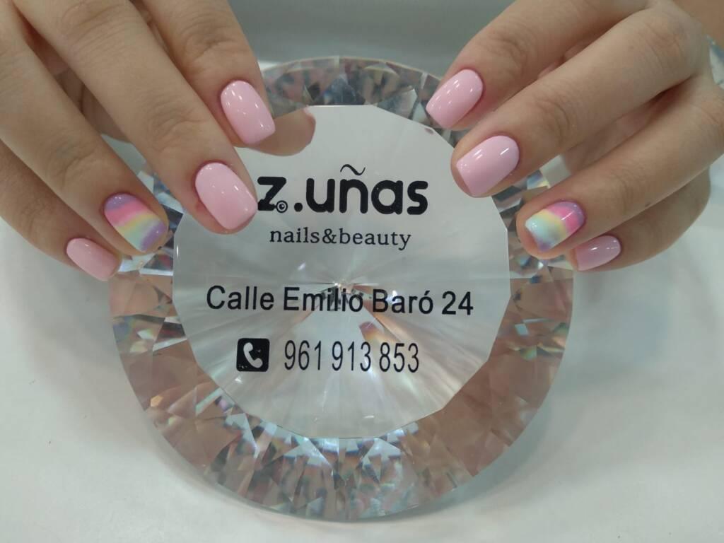Uñas de color rosa, tendencia para este verano